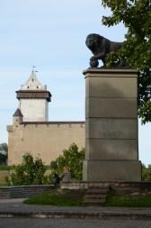 Det svenska lejonet står idag långt från 1700 års slagfält.