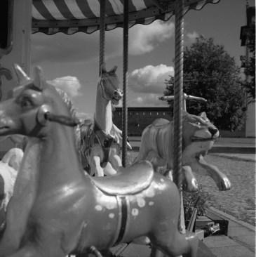 Karusellen står beredd utanför Hermannsborg.