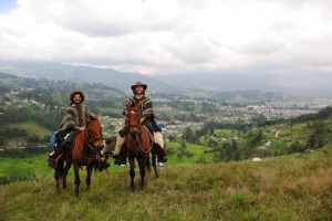 cayambe-horses-people