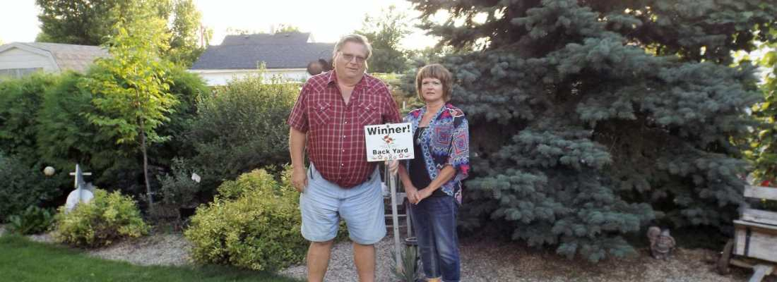 Janine Vaughan WINNER OF THE 2016 BEST BACKYARD COMPETITION GULL LAKE Town Beautification  Community Communities in Bloom