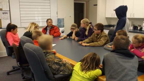 GRADE 7 CLASS MEETS WITH MAYOR AT TOWN HALL Education Government GULL LAKE  Town Council Mayor's Report Gull Lake School Community