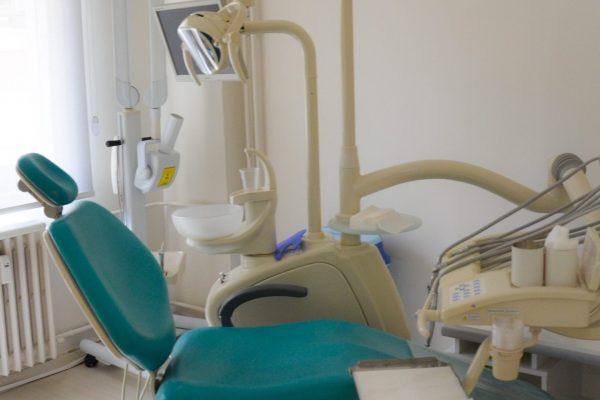 dt. gülsemin koçak diş hekimi gülsemin koçak klinik diş kliniği muayene