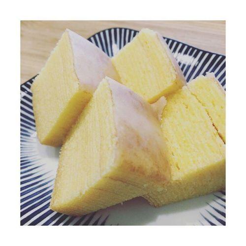 【治一郎】飲み物がいらないバウムクーヘンしっとり〜。美味しいよ〜。-※今日は食べてない。※今日は草加煎餅食べたから。---------#治一郎 #バウムクーヘン#美味しい #部長と一緒に#体幹リセットダイエット 中#春だから#2週間終了#ゆるく #本気 #笑#お菓子 は控えめにしてます#我慢はしない#セラピスト カザ#リラクゼーションサロン#gumi#田園都市線 #青葉台 #駅近サロン #タイ古式マッサージ#癒し #リラックス #こだわり空間 #シンプル#interior #パグ