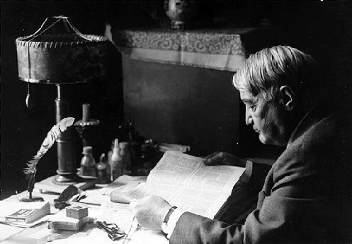 Л.Н. Гумилёв за рабочим столом