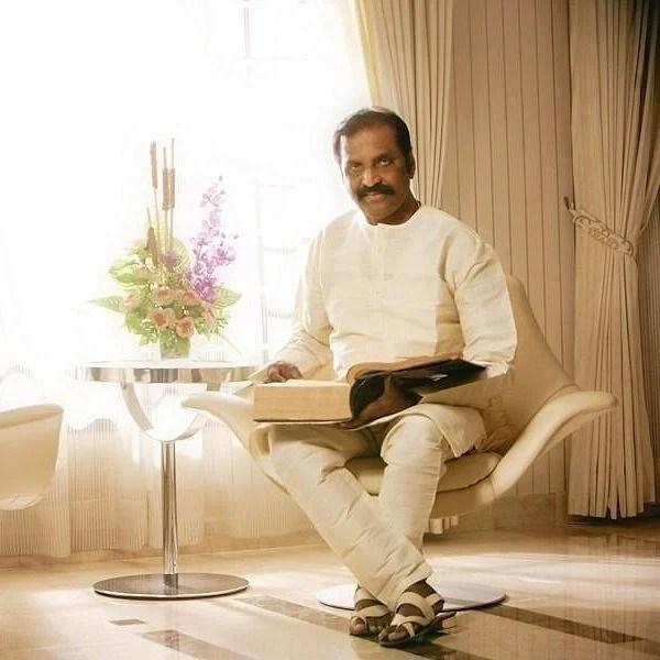 கவிஞர் வைரமுத்துவைக் கவர்ந்த `சுட்டிகளுக்கான குட்டிக்கதை!' #VikatanBedTimeStories   Vikatan's daily bed time story in lyricist Vairamuthu's voice