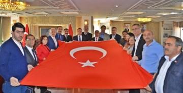 """GÜMÜŞHANE'DE GTSO ÖNDERLİĞİNDE """"BARIŞ PINARI""""NA BAYRAKLI DESTEK"""