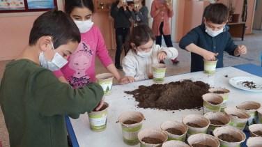 Geleceğe Nefes Olmak İçin Minik Eller Tohumları Toprakla Buluşturdu