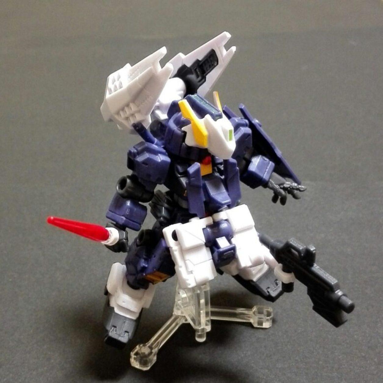 MOBILE SUIT ENSEMBLE(モビルスーツアンサンブル)第3.5弾ヘイズル改(ティターンズカラー)とMS武器セットの組み合わせによるアドバンスド・ヘイズルの画像
