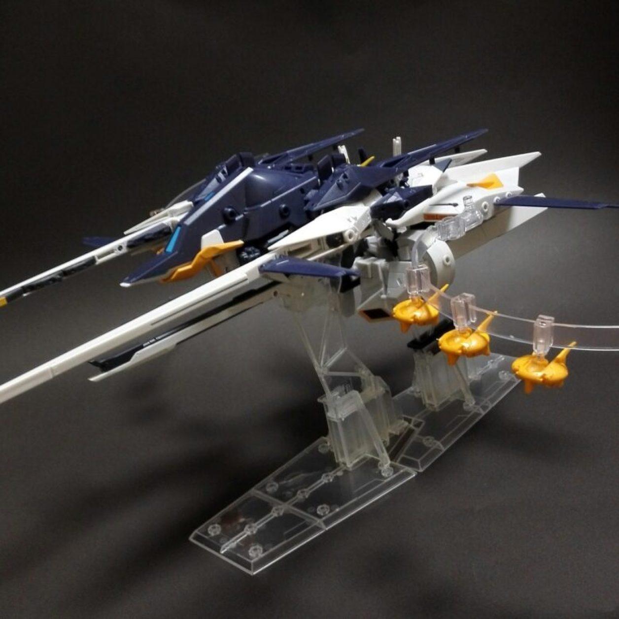 MOBILE SUIT ENSEMBLE EX09弾のインレ(巡航形態)とコトブキヤのM.S.GプレイングベースAを使ったキハールIIのフライト画像