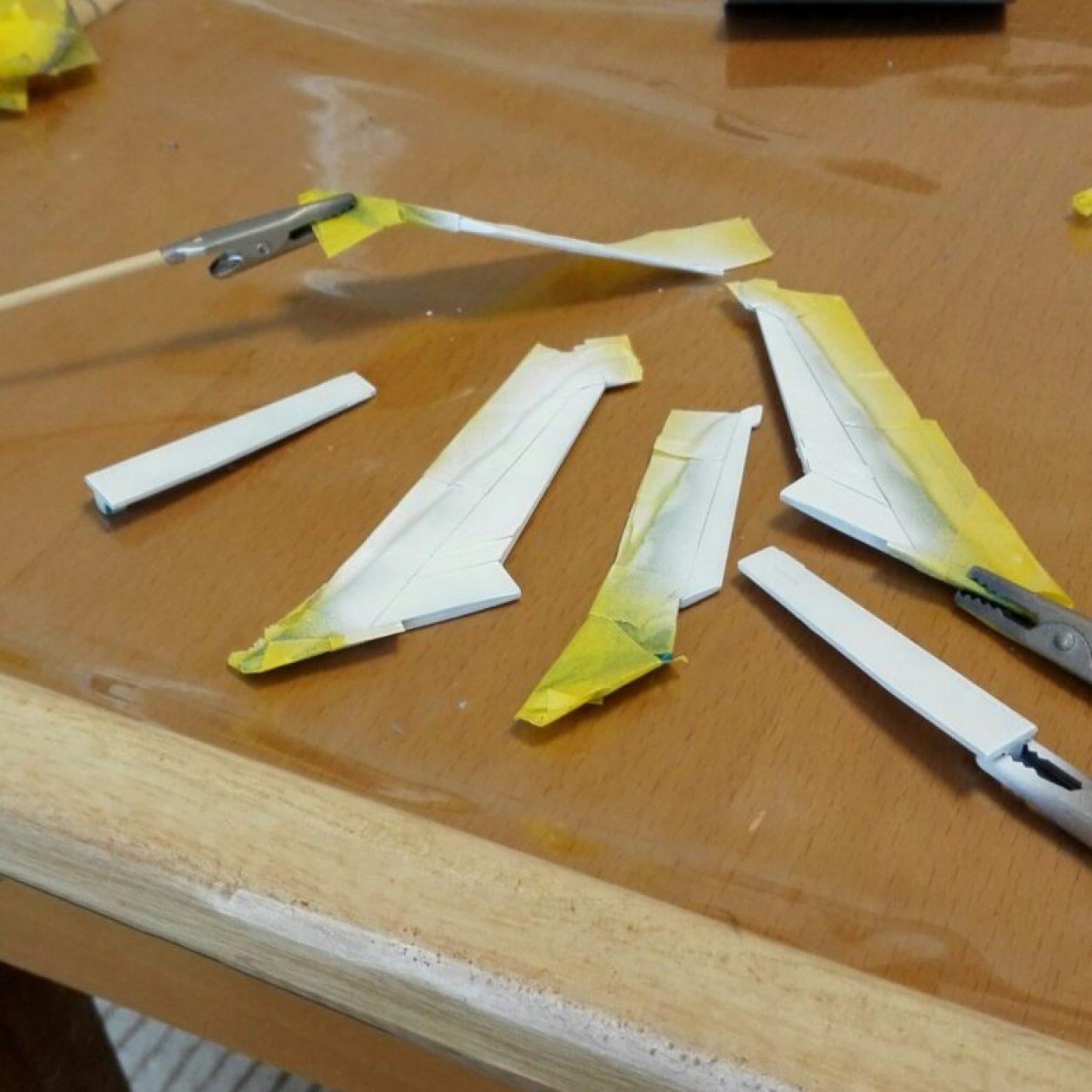 フルドドの拡張パーツであるHGUCギャプランのギャプラン・ブースターのスラスターをガンダムマーカーエアブラシで塗装した画像