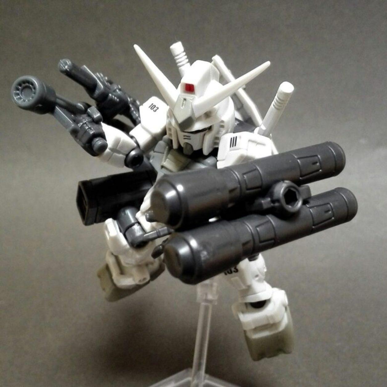 MOBILE SUIT ENSEMBLE(モビルスーツアンサンブル)1.5弾のガンダム(G3)と08弾の2連グレネード・ランチャーとビーム・ライフルとバズーカの組み合わせの画像