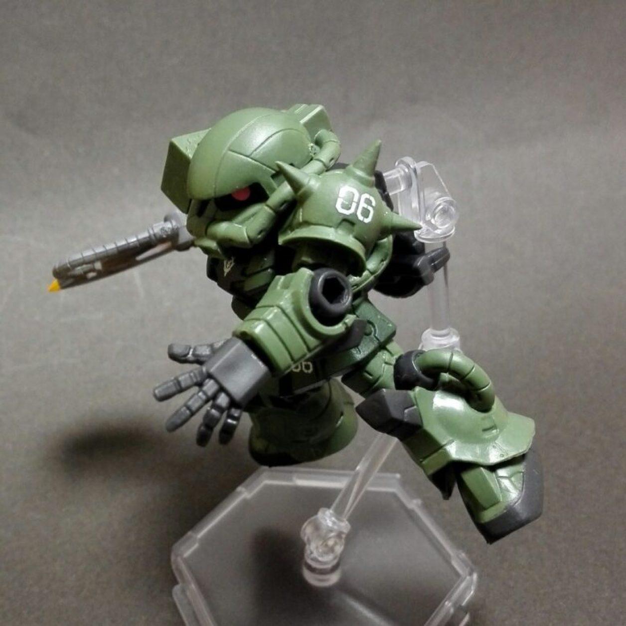 mobile suit ensemble(モビルスーツアンサンブル)1.5弾のザク(マーキングプラス)のMS武器セットのヒート・ホークを装備した画像