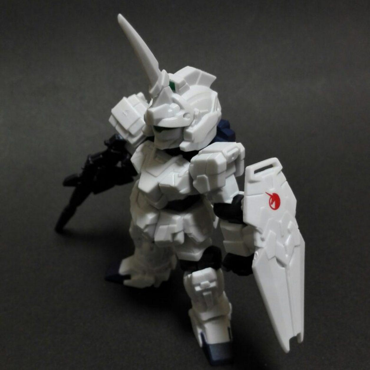 MOBILE SUIT ENSEMBLE(モビルスーツアンサンブル)第10弾のユニコーンガンダム(ユニコーンモード)に初期武装であるビーム・マグナムとシールドを装備させた画像