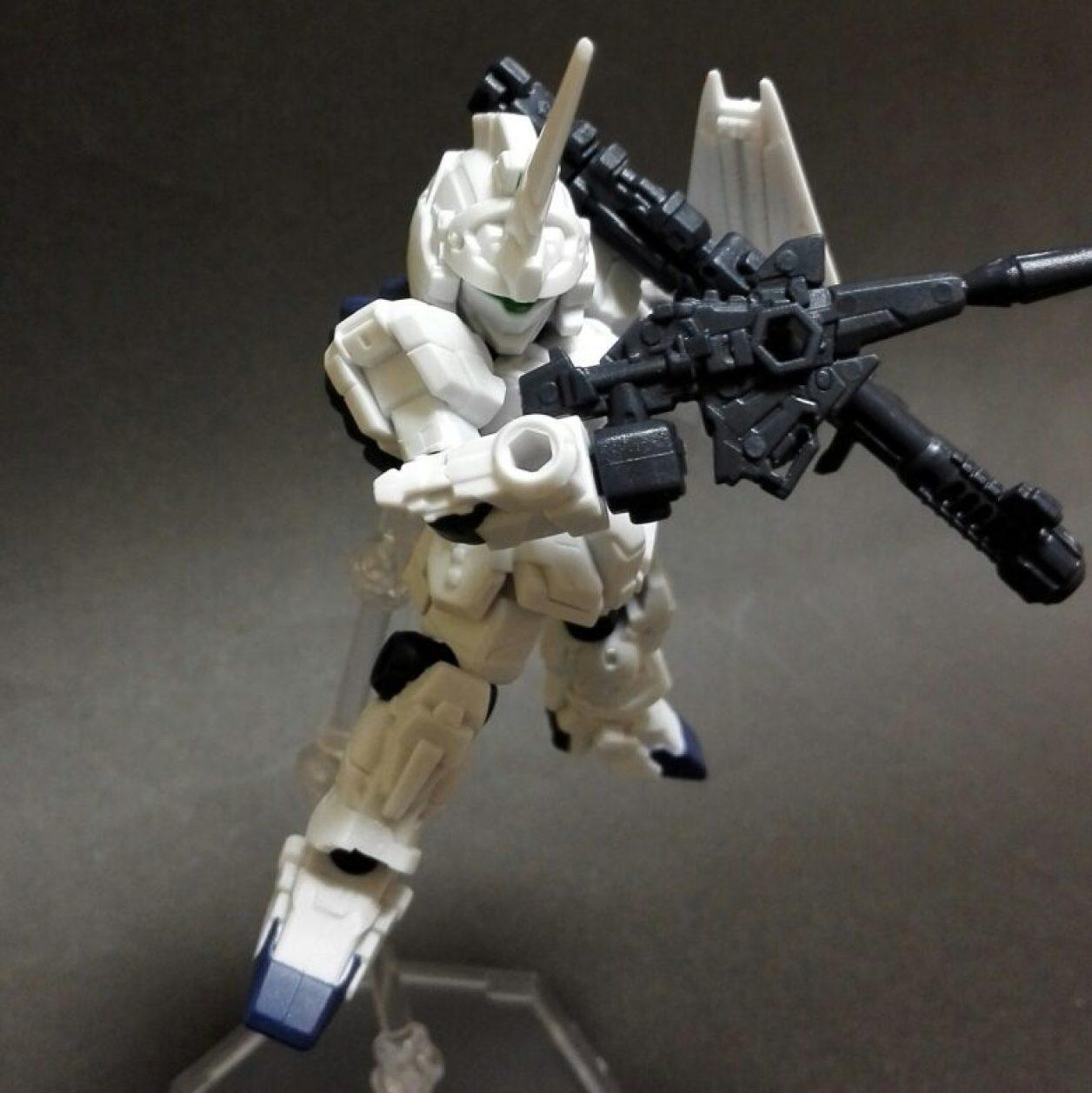 MOBILE SUIT ENSEMBLE(モビルスーツアンサンブル)第10弾のユニコーンガンダム(ユニコーンモード)にビーム・マグナムとMS武器セットのハイパー・バズーカを装備させた画像
