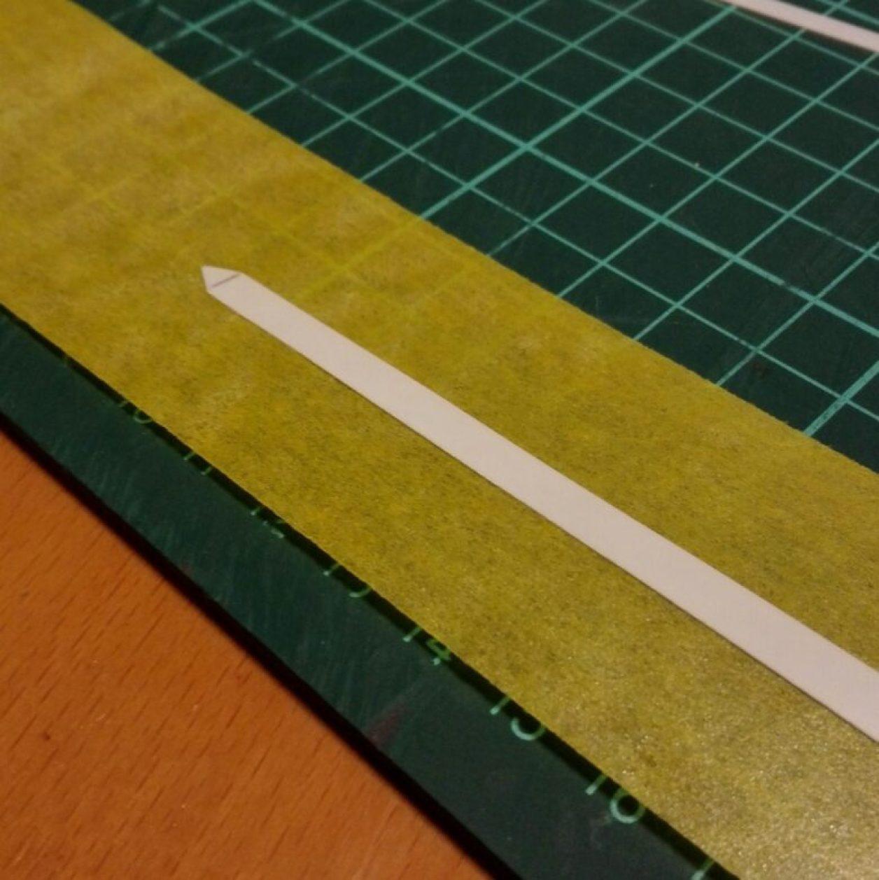 HGUC ガンダム TR-6[ヘイズル改]用武装ビーム・ライフル改造のためのロングブレード部分を構成するプラ板の切り出しの画像