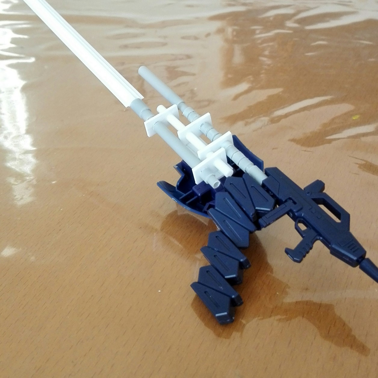 HGUC ガンダム TR-6[ヘイズル改]用武装ビーム・ライフルを改造してロングブレードとエネルギー・パックとキハールIIのシールドをマウントした画像