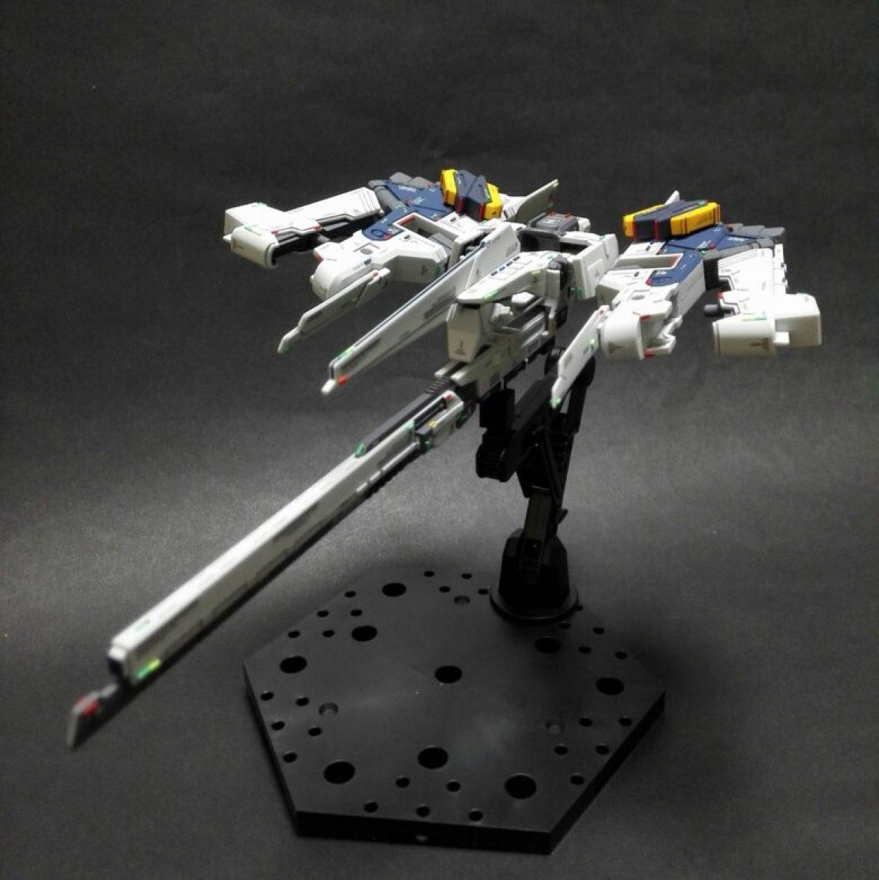 FG版 Gパーツ[フルドド]のクロウ・ウィング・ユニット×2のGベース形態にエネルギー・パックを保持させた画像
