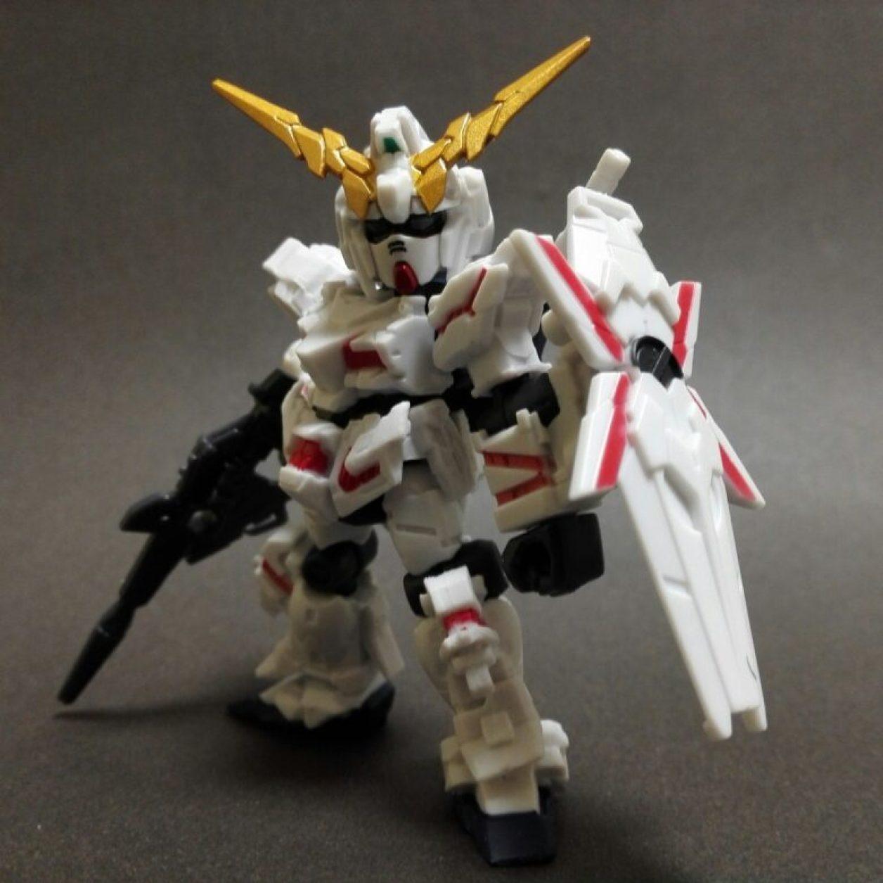 mobile suit ensemble ex13 フルアーマー・ユニコーン[RED.ver]のユニコーンモードのビーム・マグナムとシールドを装備させた標準的な武装形態の画像