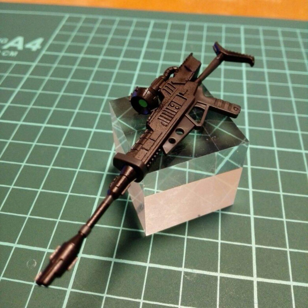 hg 1/144 ジョニー・ライデン専用ゲルググのビーム・ライフルをガンダムマーカーエアブラシで塗装してサイトレンズを接着した画像