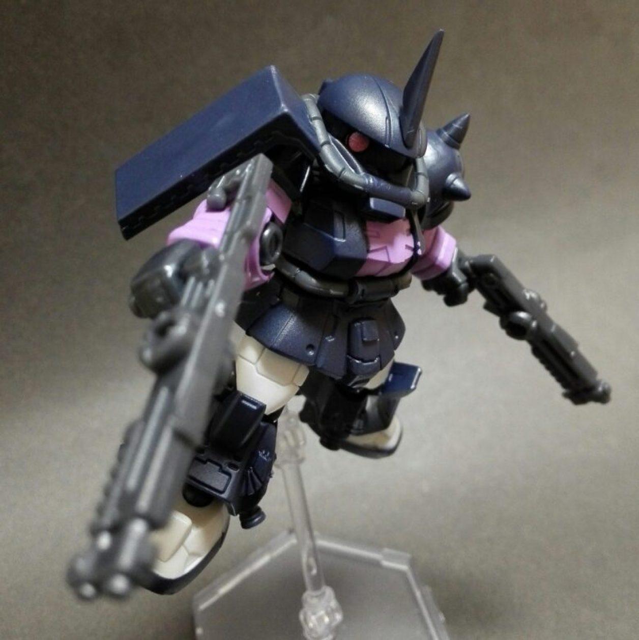 MOBILE SUIT ENSEMBLE(モビルスーツアンサンブル)12弾の高機動型ザクii(黒い三連星仕様)にショットガンを装備させた画像