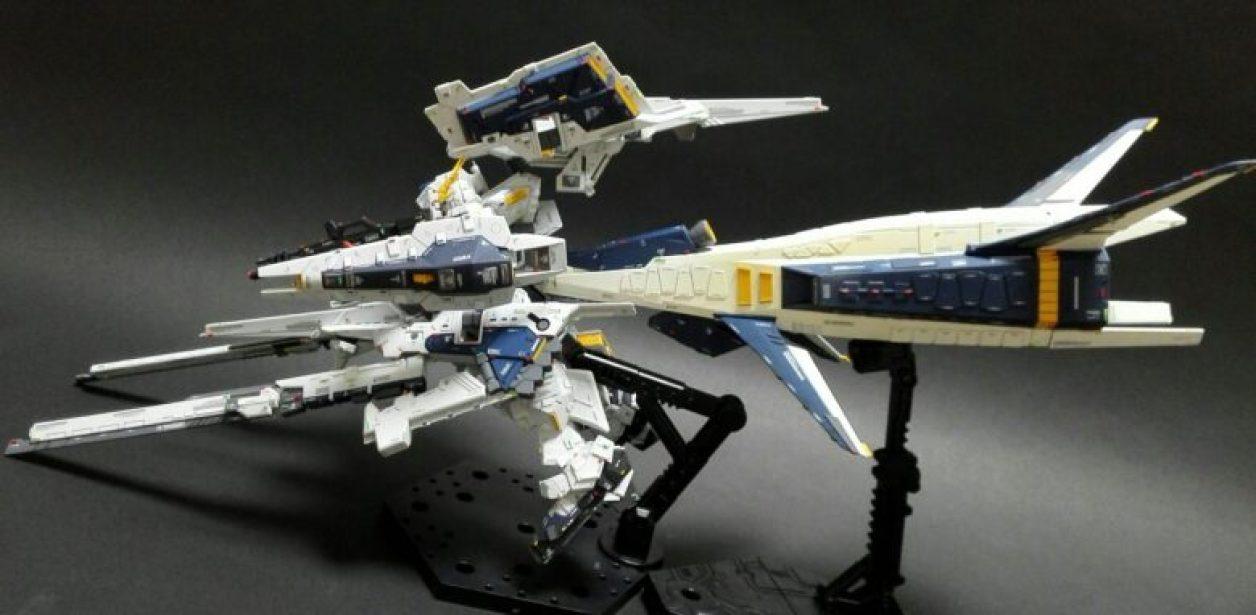 ディテールアップしたHGUC ガンダムTR-1[ヘイズル改]とFG Gパーツ[フルドド]2機を組み合わせたガンダムTR-1[ヘイズル・ラー](第二形態)にギャプランブースターを装備させた巡航形態の作例画像