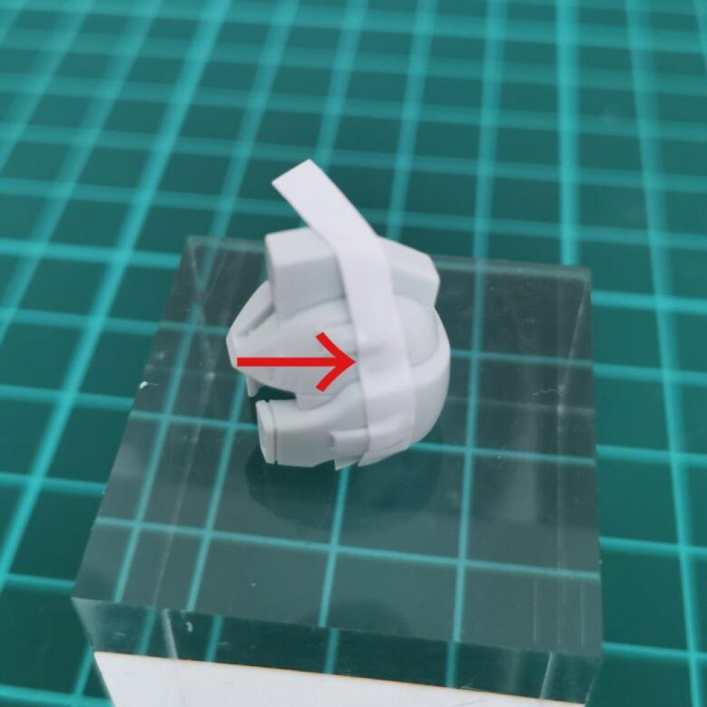 hguc zzガンダムの頭部ユニットにスジボリするためにマスキングテープを貼った画像