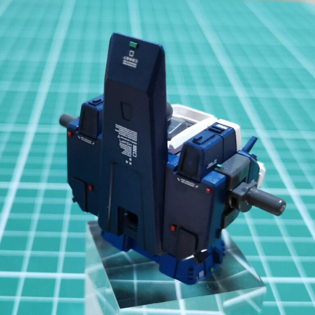 hguc zzガンダムの胸部ユニットに水転写デカールを貼り付けてディテールアップしている画像