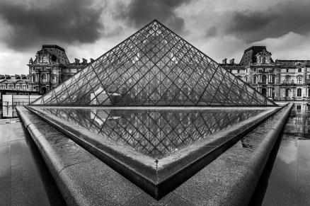 Louvre Piramidi, Paris, Fransa.