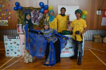 群馬大学の学生ボランティアのインドネシアブース