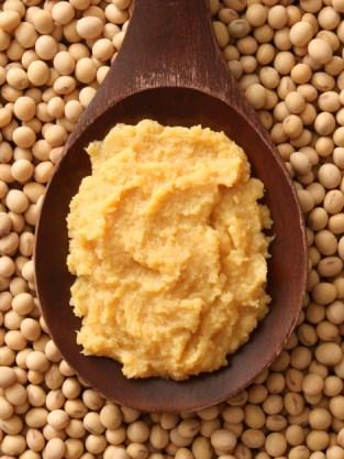 Miso - fermentuotas sojos produktas. Nuotrauka iš http://goo.gl/s3fIOx