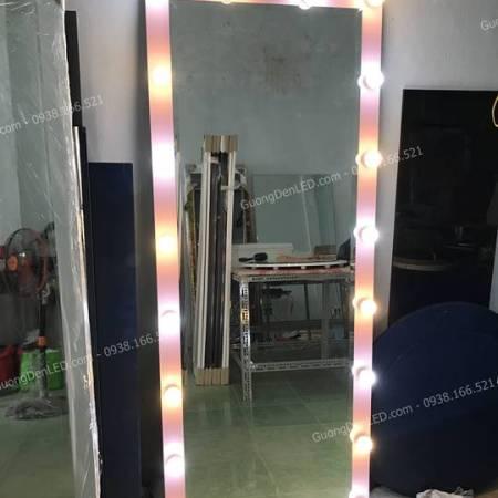 Gương Đèn Chụp Shop Thời Trang Hồng