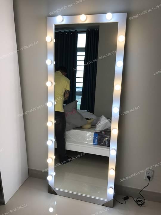 Gương đèn led Chụp Shop thời trang