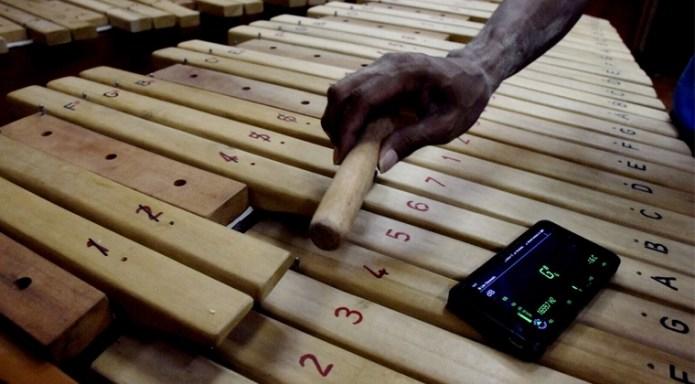 Kolintang Alat Musik Perkusi Sulawesi Selatan Guratgarut