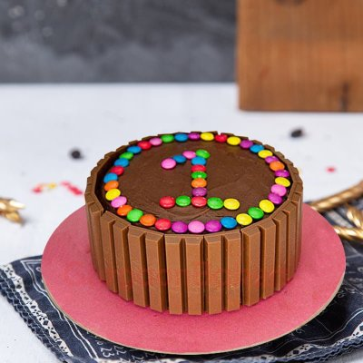 colourful kitKat cake