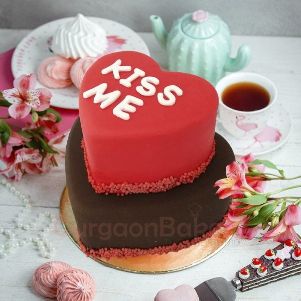 kiss me my love cake