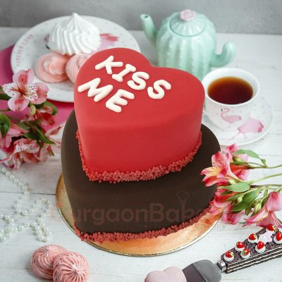 kiss me my love cake