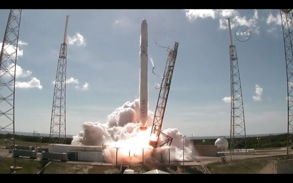 Unmanned SpaceX cargo mission explodes