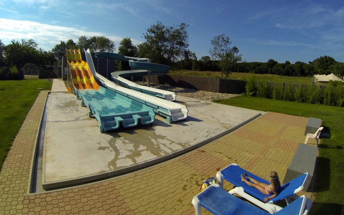 Les Marsouins — a huge campsite with it's own grocery store, pool & slides