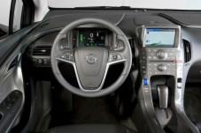 Az Ampera beltere tetszetős formájú, és az anyagok többsége is kellemes tapintású Forrás: Opel