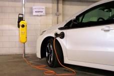 A töltés 4 óra alatt teljes lehet, de itthoni nyitott töltőhálózat még nincs Forrás: Opel
