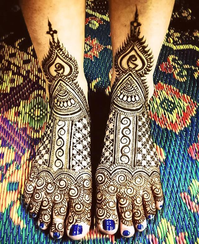 Mehndi Designs with Dots for legs