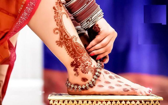 Simple henna Mehndi designs for foot