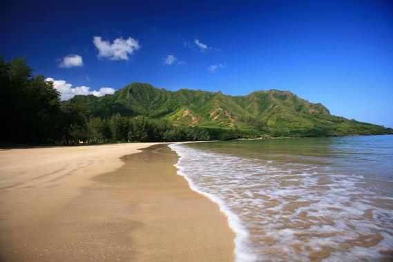 Kahana Bay Beach - Oahu Hawaii