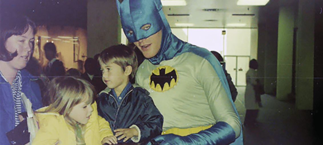 30 Funny And Awkward Pics Of Kids Posing With Superheroes And Popular Characters In The '70s And '80s
