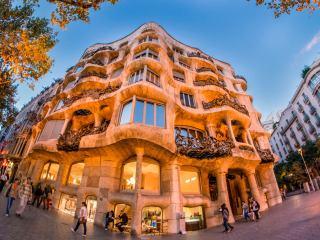 Дом Мила в Барселоне — одно из ярких творений Антонио Гауди