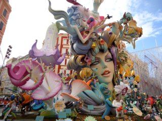 В испанской Валенсии готовятся к празднованию Лас Фальяс