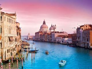 Гранд-канал в Венеции — центральная улица города на воде