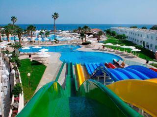 Туры в Грецию на 9-10 ночей, 2взр+1реб, отели 4 и 5* с аквапарками, все включено от 114 648 руб за ТРОИХ — июль