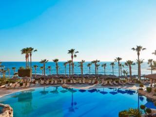 Туры на Кипр на 9 ночей, 2взр+1реб, отели 3-5*, завтраки+ужины от 96 061 руб за ТРОИХ — сентябрь