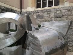 Crossboule sur statue